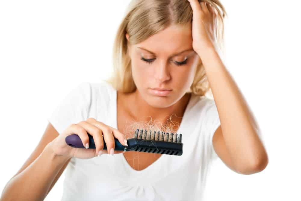 wypadanie włosów u kobiety