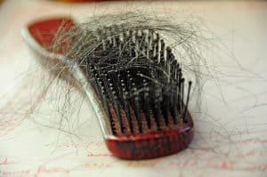 grzebień z włosami
