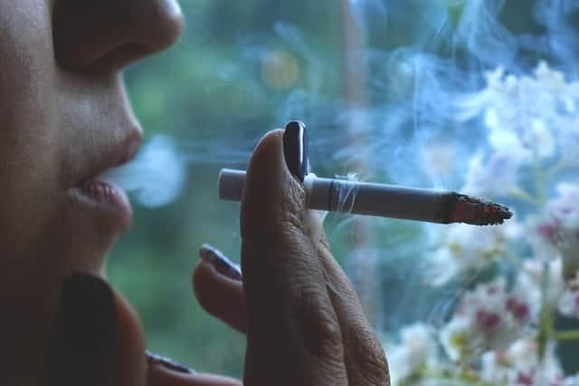 Kaszel palacza – objawy i metody zwalczania
