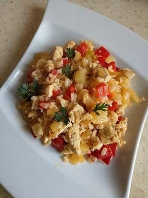 curry z kurczaka z ananasem i papryką
