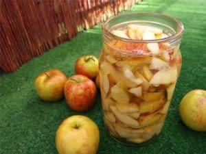 ocet jabłkowy w słoiku