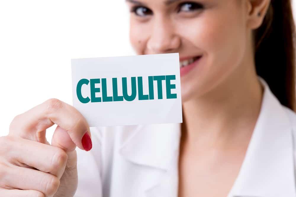 kobieta z tabliczką cellulit