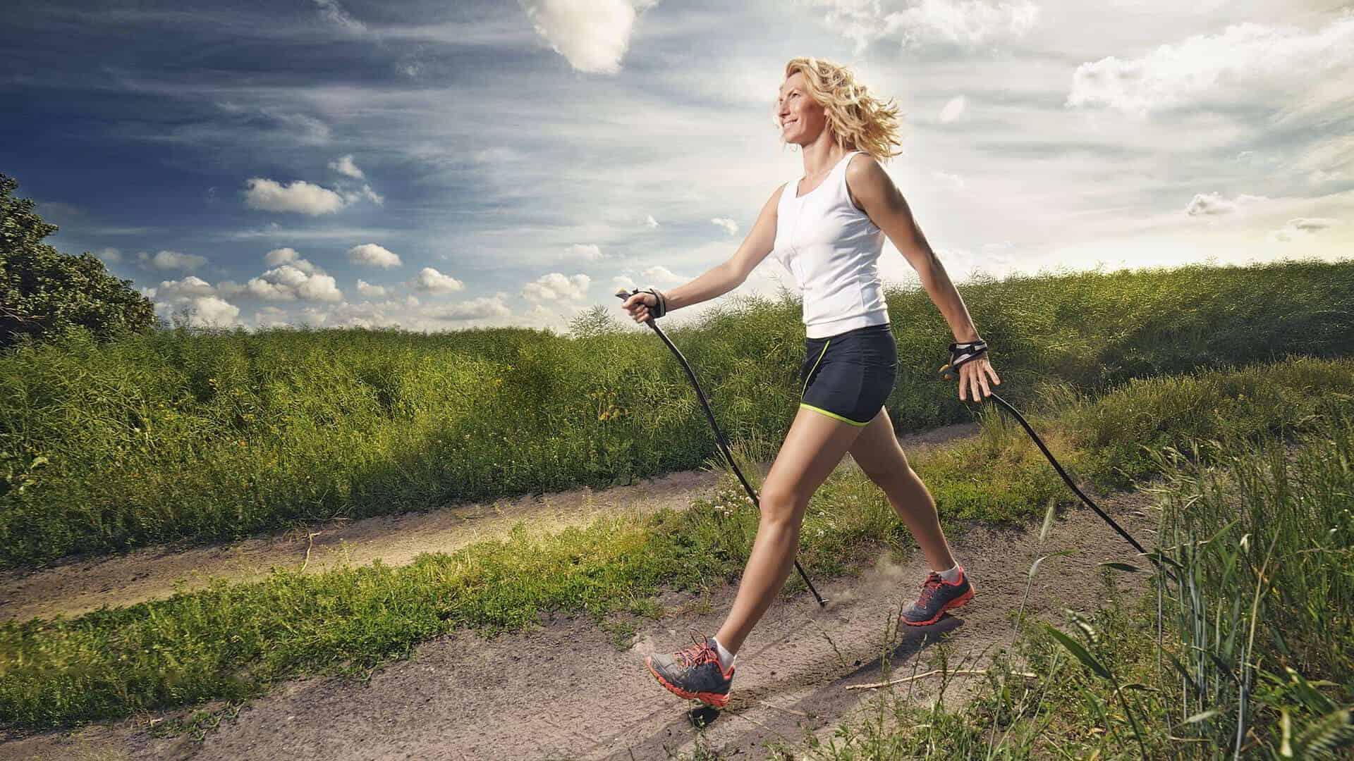 Nordic walking – świetnym sposobem na utratę kilogramów?