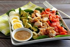 kurczak z warzywami i sosem