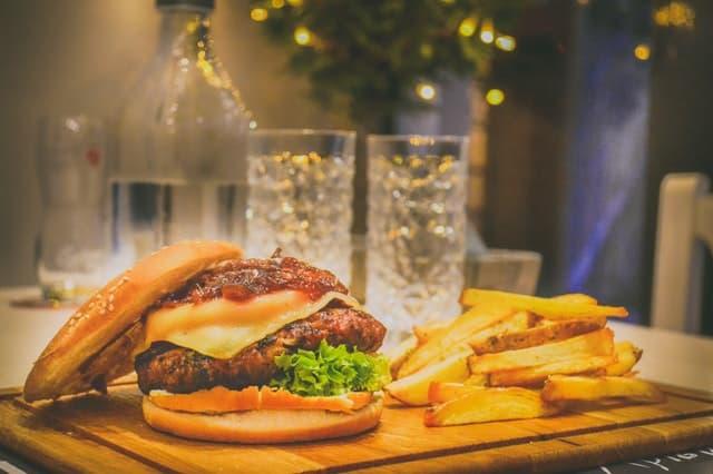 niezdrowe śmieciowe jedzenie