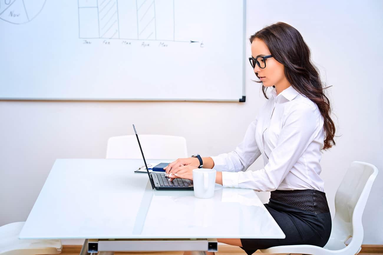 Jak utrzymać formę, pracując w biurze?