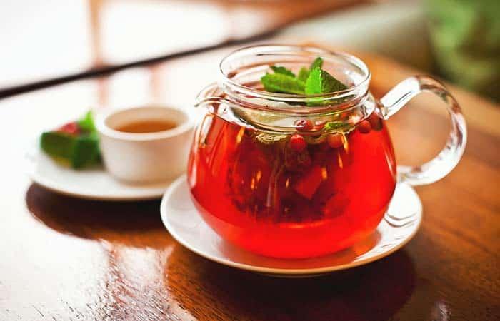 czerwona herbata w dzbanku