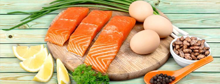łosoś jaja i warzywa