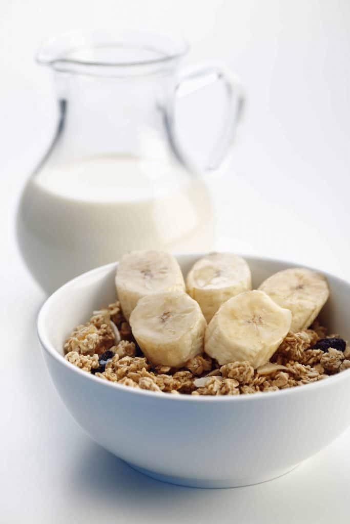 musli z bananami i mleko