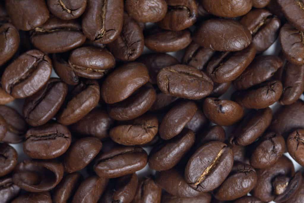 ziarna czarnej kawy