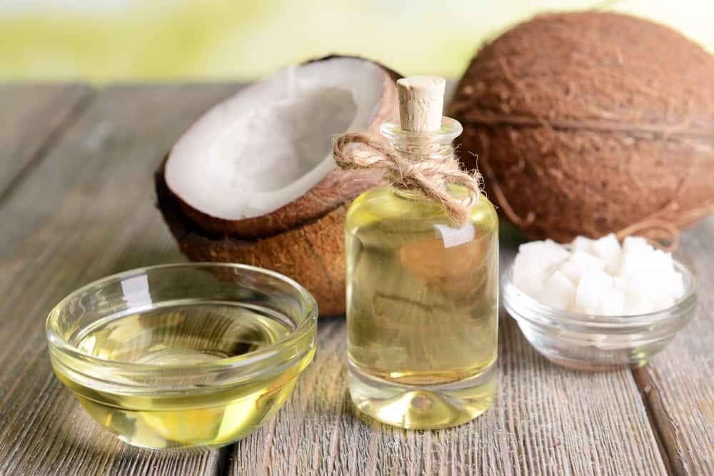 olej kokosowy i owoce kokosa