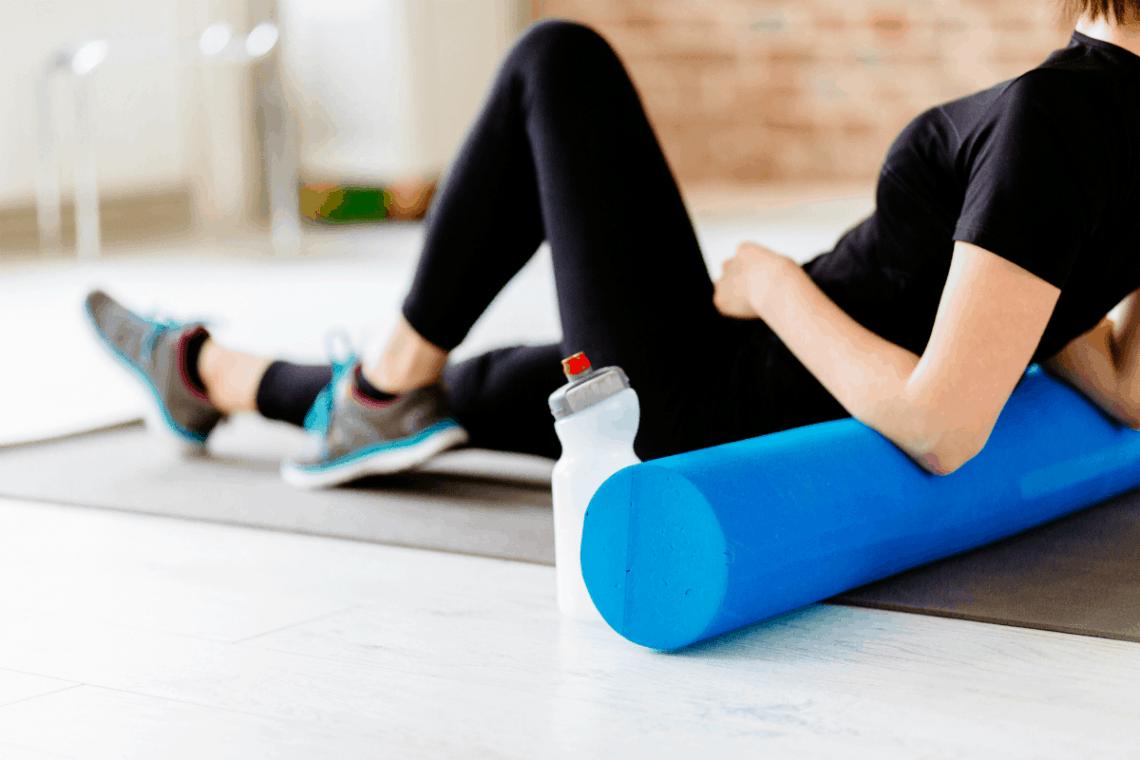 Rolowanie mięśni – dlaczego warto się rolować? Jak się rolować? Rolowanie na cellulit