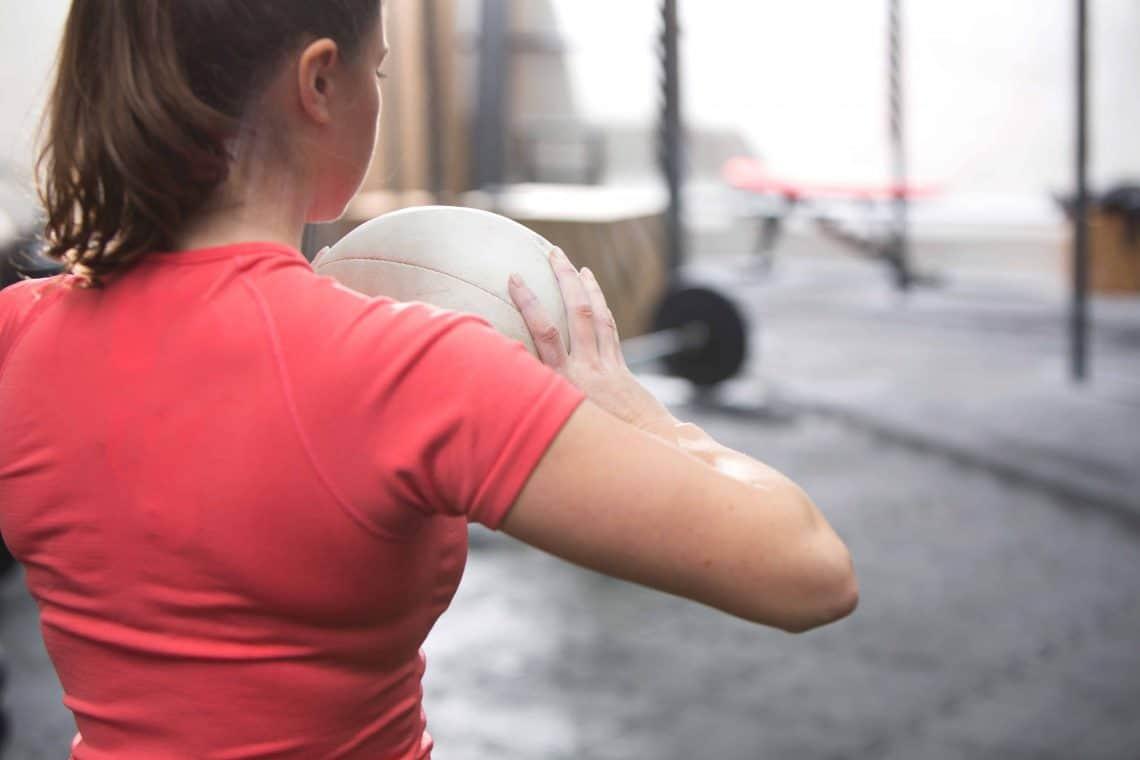 Trening crossfit – na czym polega, jakie daje efekty, przeciwwskazania