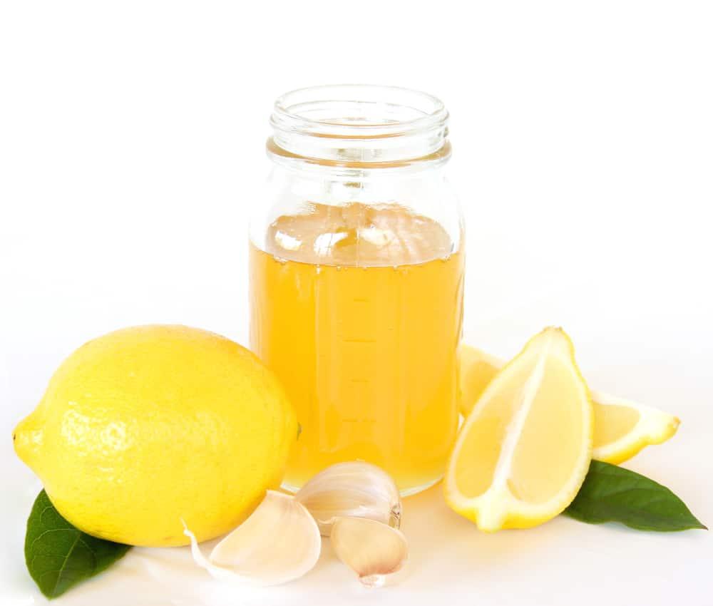 Imbir, sok z cytryny i czosnek