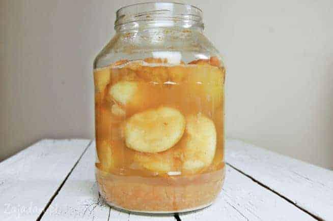 ocet jabłkowy w dużym słoiku